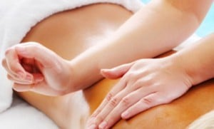 Massage du dos avec les avant-bras