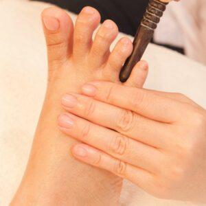 geste effectué au programme d'une formation en foot massage