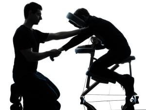 massage assis avec le formateur