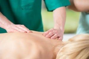 une personne apprenant le massage
