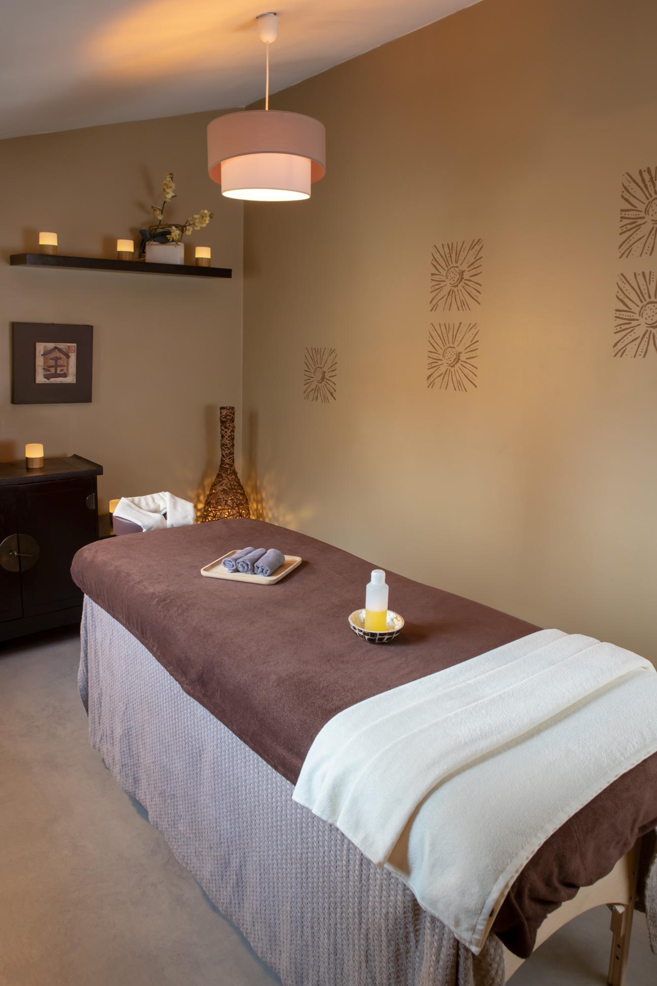 Une salle de massage bien-être