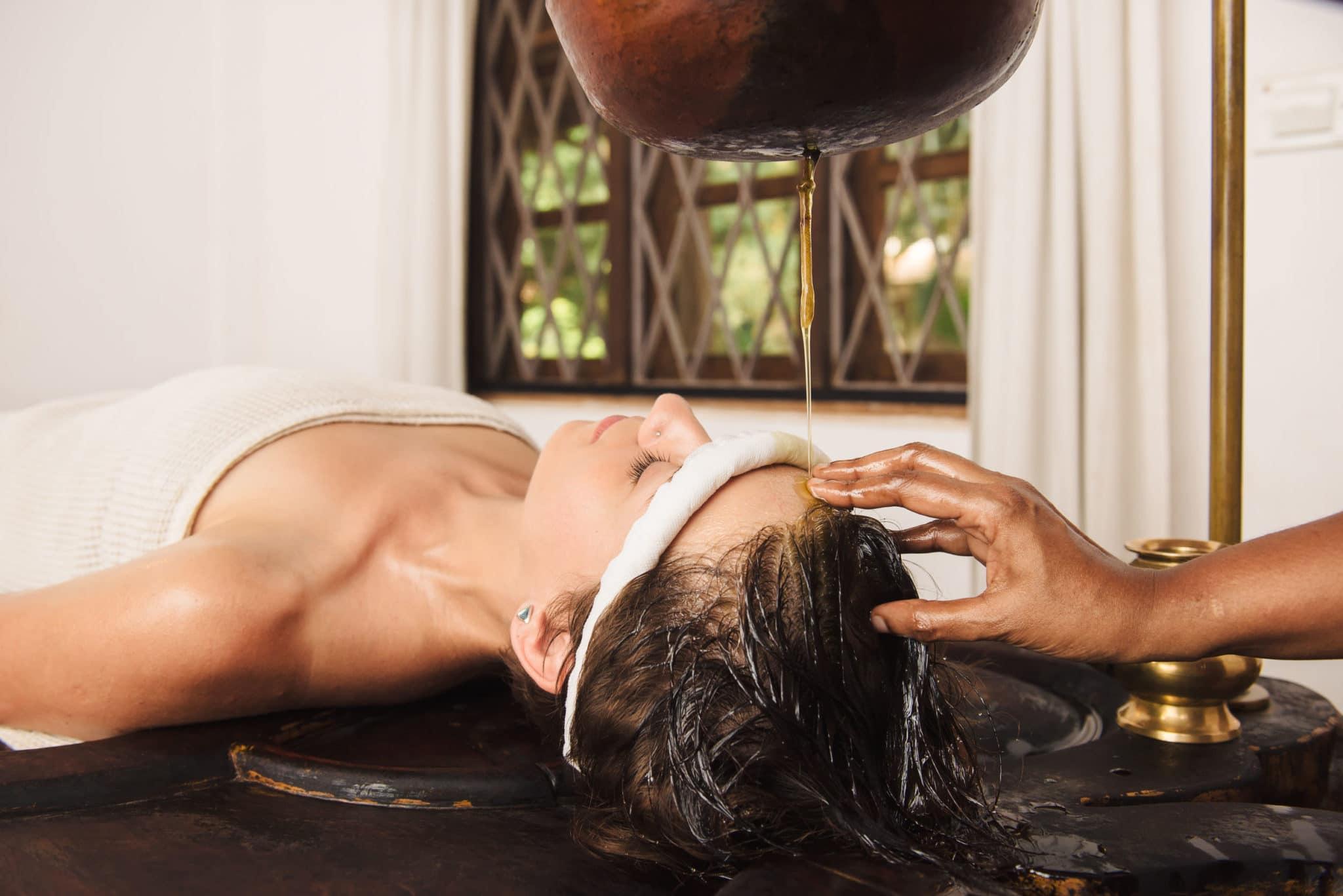 Comment les massages ayurvédiques améliorent la beauté de la peau et des cheveux